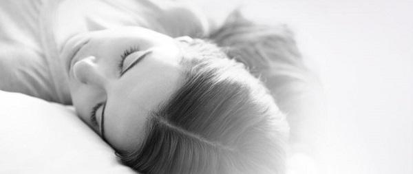 Bệnh chàm da đầu tuy không ảnh hưởng đến thể trạng nhưng khiến người bệnh cảm ngứa ngáy, bong tróc đầu và rụng tóc. Bệnh gây ảnh hưởng nhiều ảnh hưởng đến người bệnh. Và bài viết sau đây sẽ đưa ra những giải pháp điều trị bệnh chàm da đầu một cách hiệu quả. […]
